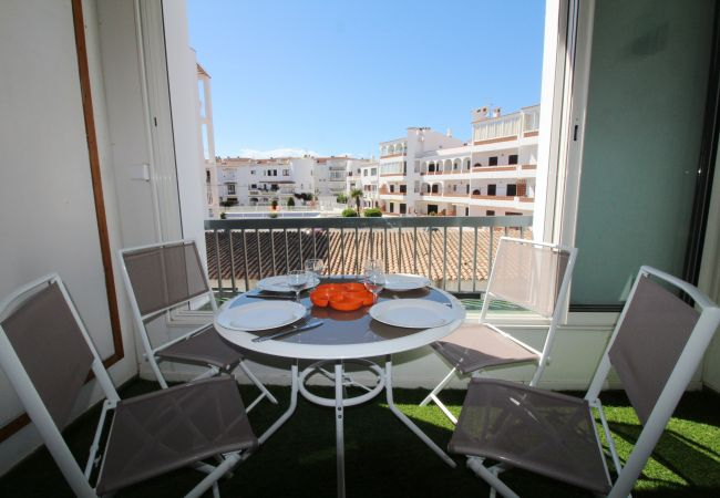 Apartment in Empuriabrava - 0176-ROYAL MARINE Apartment for 4 people
